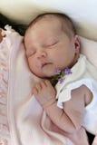 behandla som ett barn nyfött sova Arkivbild