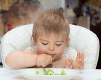 Behandla som ett barn och att äta, den mänskliga framsidan, Caucasian etnicitet 14 royaltyfria foton