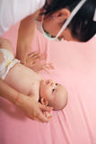 Behandla som ett barn och henne som är pediatrisk Royaltyfria Bilder