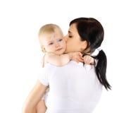 Behandla som ett barn och mamman på en vit bakgrund Arkivbilder