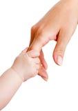 Behandla som ett barn och mother händer som isoleras på white Arkivbilder