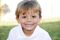 behandla som ett barn perfekta tänder Royaltyfri Fotografi