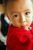 behandla som ett barn pojkekinesen Royaltyfri Foto