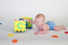 behandla som ett barn pojken Arkivbild