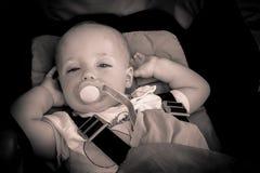 Behandla som ett barn pojken i en pushchair Royaltyfria Foton