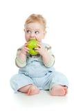 behandla som ett barn pojken som äter sund mat Arkivbild