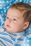 Behandla som ett barn pojkeståenden Royaltyfri Foto