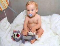 behandla som ett barn pojketoyen Fotografering för Bildbyråer