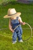 behandla som ett barn pojketrädgårdsmästaren little Arkivbild
