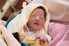 Behandla som ett barn precis den födda japanen behandla som ett barn fotografering för bildbyråer