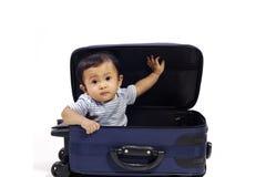 behandla som ett barn resväskan fotografering för bildbyråer