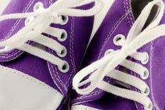 behandla som ett barn running skor Arkivbild