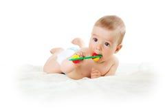 Behandla som ett barn rymma en leksak Royaltyfria Bilder