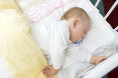 behandla som ett barn sömn Fotografering för Bildbyråer