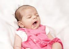 behandla som ett barn sömnigt Royaltyfria Foton