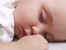 behandla som ett barn söt sömn Royaltyfria Bilder