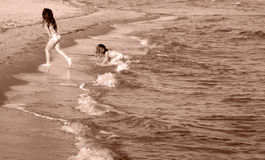 behandla som ett barn sanden Arkivfoton