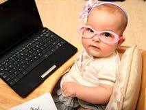 Behandla som ett barn sekreteraren Fotografering för Bildbyråer