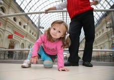 behandla som ett barn shoppar Fotografering för Bildbyråer