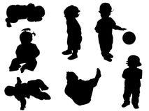 behandla som ett barn silhouettes Fotografering för Bildbyråer