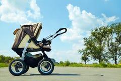 Behandla som ett barn sittvagnen Arkivfoton