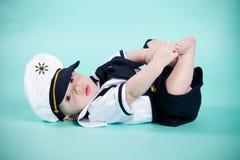 Behandla som ett barn sjömannen Arkivbild
