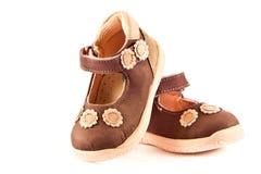 Behandla som ett barn skor som isoleras på vit bakgrundstillbehör Royaltyfria Foton