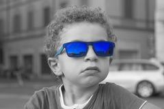 behandla som ett barn solglasögon Royaltyfri Fotografi