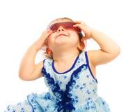 behandla som ett barn solglasögon royaltyfria bilder