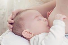 Breastfeeding Fotografering för Bildbyråer