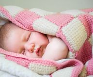 Behandla som ett barn sovar Royaltyfri Fotografi