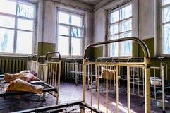 Behandla som ett barn sovrum i Tjernobyl Royaltyfria Bilder