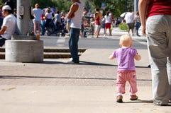 behandla som ett barn ståtar Fotografering för Bildbyråer