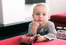Behandla som ett barn ståenden Royaltyfri Foto