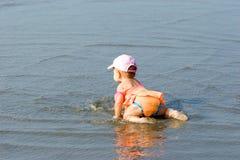 behandla som ett barn stranden Royaltyfri Foto