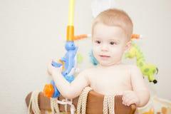 behandla som ett barn sunen för illusytrationen för pojkebuggyoklarheter Arkivbild