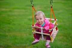 behandla som ett barn swing Royaltyfria Foton