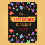 behandla som ett barn text för duschen för bakgrundskaninkortet gullig blom- Arkivbilder