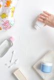 Behandla som ett barn tillbehör för bad med anden på vit bakgrund Fotografering för Bildbyråer