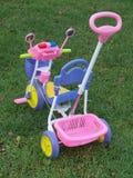 behandla som ett barn trehjulingen Arkivbild