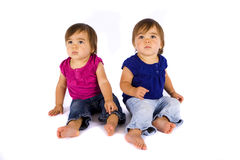 behandla som ett barn tvilling- royaltyfria bilder