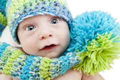 Behandla som ett barn vinterförkylninglocket Royaltyfria Bilder