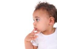 behandla som ett barn white för litet barn för den blandade racen för pojken Arkivfoto