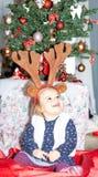 Behandla som ett barn Xmass garnering ferie flicka Beröm arkivfoto