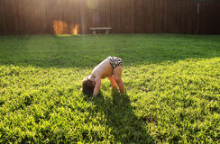 Behandla som ett barn yoga Arkivfoto