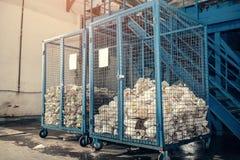 behandlande avfalls för växt Teknologisk behandling Återvinning och lagring av avfalls för ytterligare förfogande Affär för att s Arkivfoton