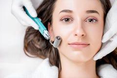 Behandling för ansiktsbehandling för kvinna` s arkivbilder
