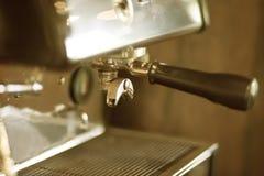 behandling för förberedelse för foto för maskin för kaffeespressoexponering lång Royaltyfria Bilder