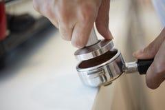 behandling för förberedelse för foto för maskin för kaffeespressoexponering lång arkivfoton