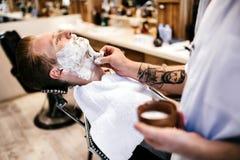 Behandling för hårmustaschskägg Royaltyfria Bilder